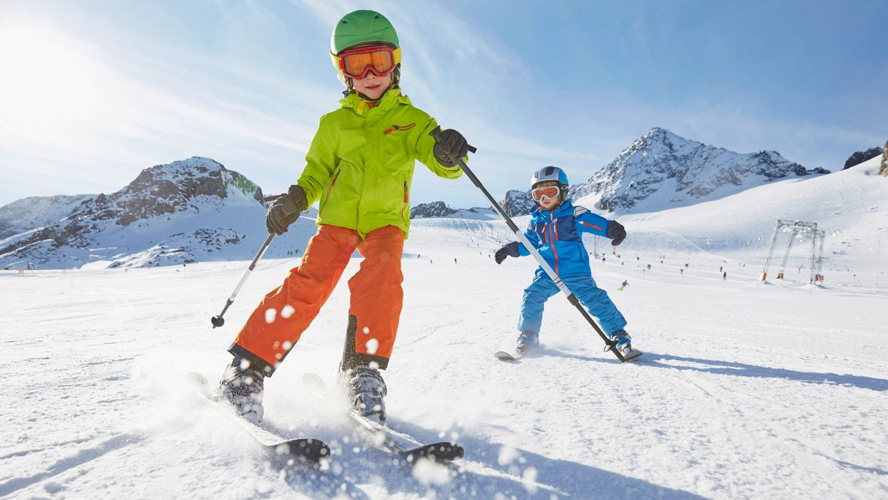 Nos conseils Ski pour un séjour à la montagne en toute tranquillité : le matériel de ski pour enfants  - CGH Résidences